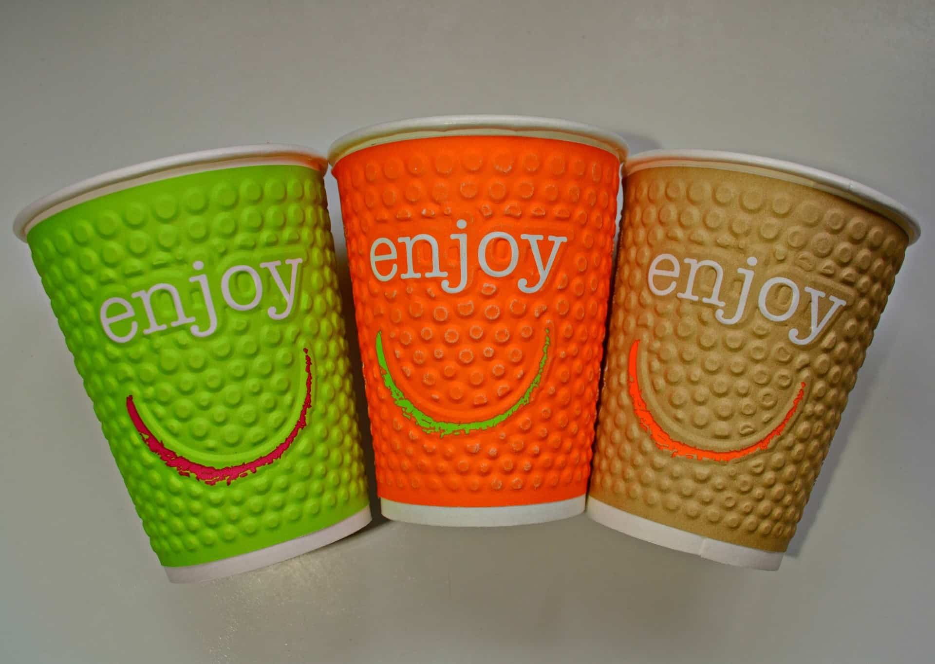 Gobelets en carton de couleur